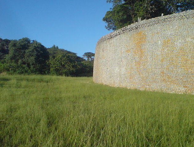 Wall of the great enclosure. Photograph by Jens Klinzing.