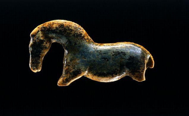https://de.wikipedia.org/wiki/Datei:4_Pferd_Vogelherd_Kopie.jpg